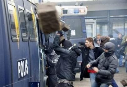 صور مظاهرات المنتخب الاسرائيلي السويد